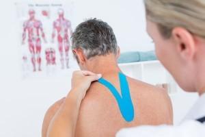 Sporttape kan ook deel van de behandeling zijn bij sportfysiotherapie.